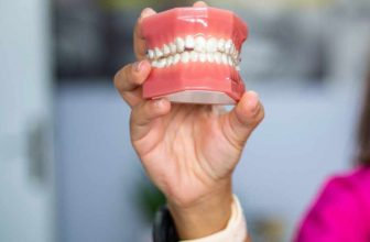 How to store dentures long term?